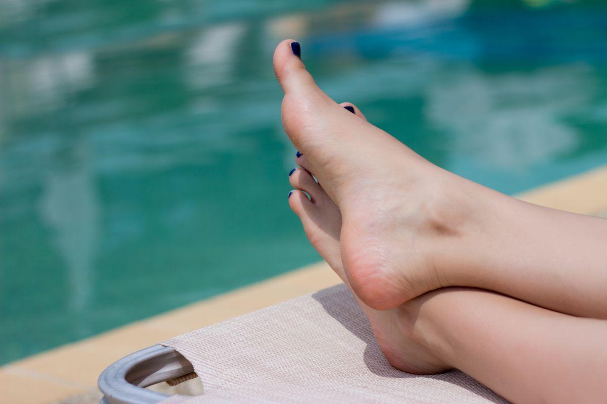 tvrde-paty Odstráňte tvrdú a zrohovatenú kožu z päty účinnými trikmi