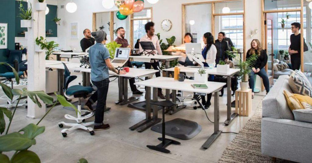 stand-up-1024x536 Výškovo nastaviteľné stoly: Sú zdraviu prospešné?